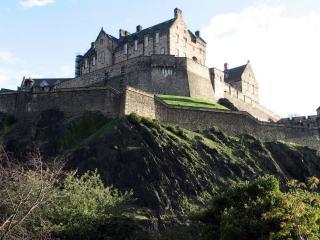 обои Старинная крепость на холме фото