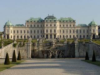 обои Стена со статуями у дворца фото