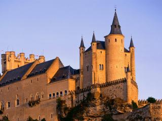обои Замок со шпилями и башнями фото