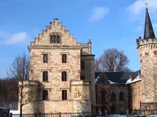 обои Здание замка в зимнюю пору фото