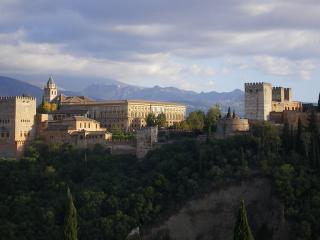 обои Панорама Альгамбры на фоне гор фото