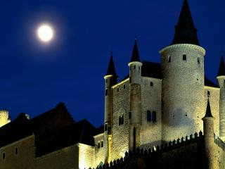 обои Замок на фоне ночной луны фото