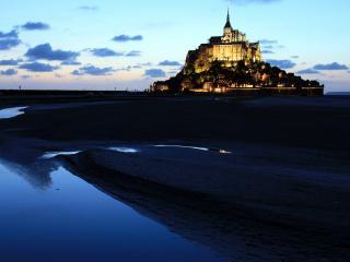 обои Красивый замок на фоне неба фото
