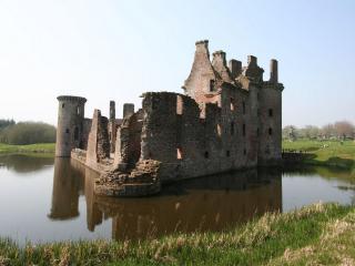 обои Развалины старой крепости фото