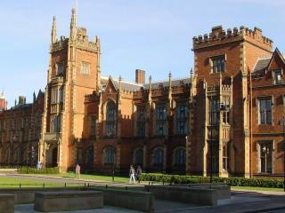 обои Фото исторического Королевского университета в Белфасте фото