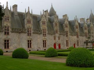 обои Замок в готичном стиле фото