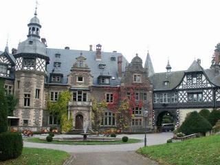 обои Замок с фонтаном фото