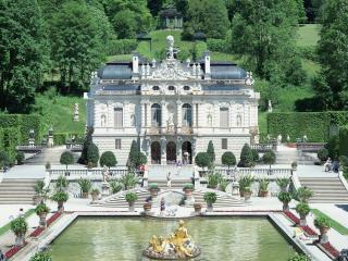 обои Светлый палац с фонтаном фото