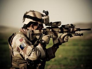 обои Солдат с оружием на спец операции фото