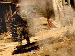 обои Солдаты с соружием в Ираке фото