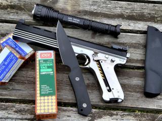обои Нож и пистолет фото