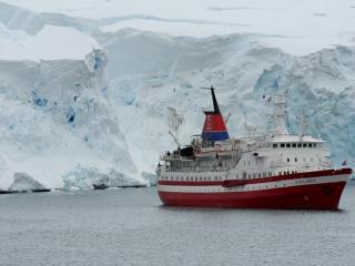 обои Корабль в северных водах фото