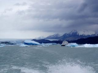 обои Пароход и айсберги фото