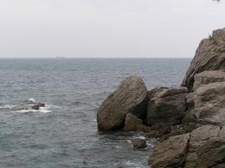 обои Скалы у черного моря фото