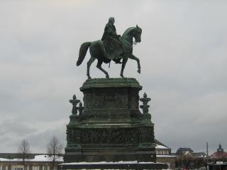 обои Памятник у здания дрезденской оперы фото