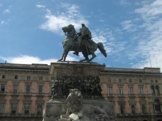 обои Памятники милана на центральной площади фото