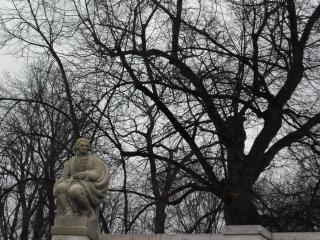 обои Скульптура в парке варшавы фото