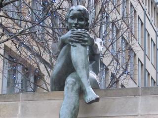 обои Скульптура девушки фото