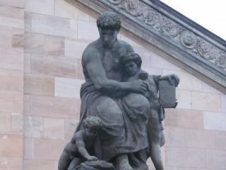 обои Скульптуры у берлинской галереи фото