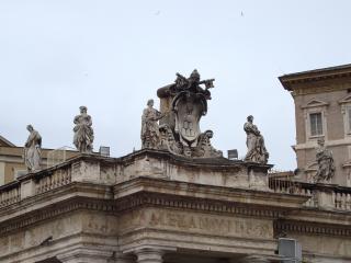 обои Статуи на здании в риме фото