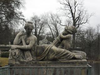 обои Статуя женщины с веслом фото