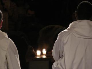 обои Монахи на вечерней молитве фото