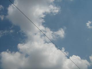 обои Небо в облаках разделенное диагональю фото