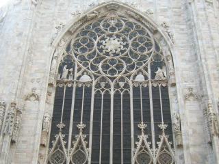 обои Окна храма миланского собора фото