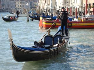 обои Гондольер на улицах Венеции фото