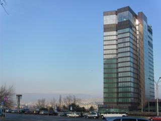 обои для рабочего стола: Здание на улицах города тбилиси