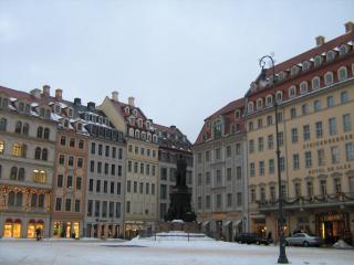 обои Вид площади со статуей в германии фото