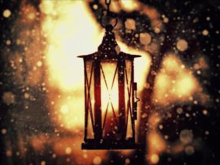 обои Подвесной фонарь в зимних снежных бликах фото