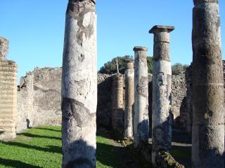 обои для рабочего стола: Ряды колонн Помпея