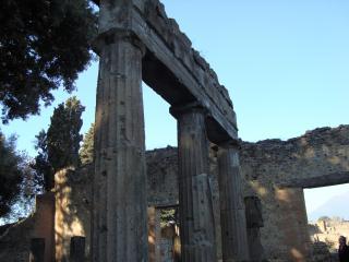 обои Тысячелетние колонны Помпея фото