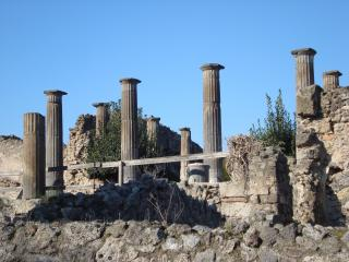 обои Уцелевшие колонны Помпея фото