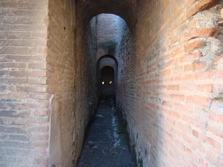 обои Ходы старинного здания Италии фото