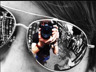 обои для рабочего стола: Отражение цветной реальности в очках