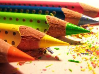 обои Только что подточенные цветные карандаши фото