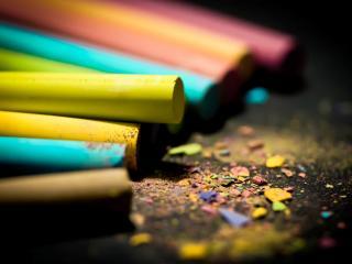обои Цветные мелки,   крошки фото