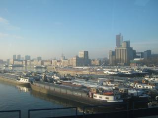 обои Баржи в порту ротердама фото