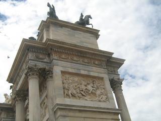 обои Гранитная арка мира в Милане фото