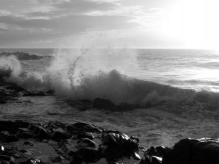 обои для рабочего стола: Волны у камней,   море,   всплеск