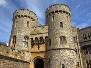 обои Замок с двумя башнями фото