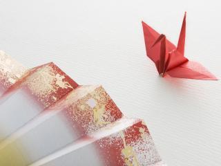 обои Птичка из бумаги и японский веер фото