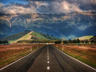 обои Вид гор дымящих и дорога фото
