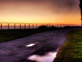 обои Дорога на закате,   ограждение,   море фото