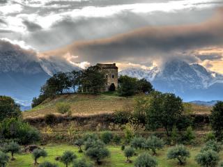 обои Заброшенная крепость,   высоко в горах фото