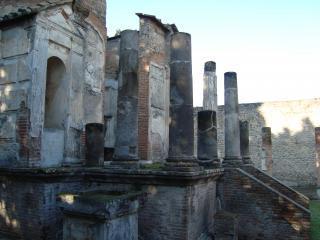 обои Остатки старинных строений Италии фото