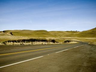 обои Шоссе в холмистой местности фото