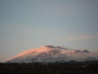 обои Вид вулкана Этна из города Мессина фото